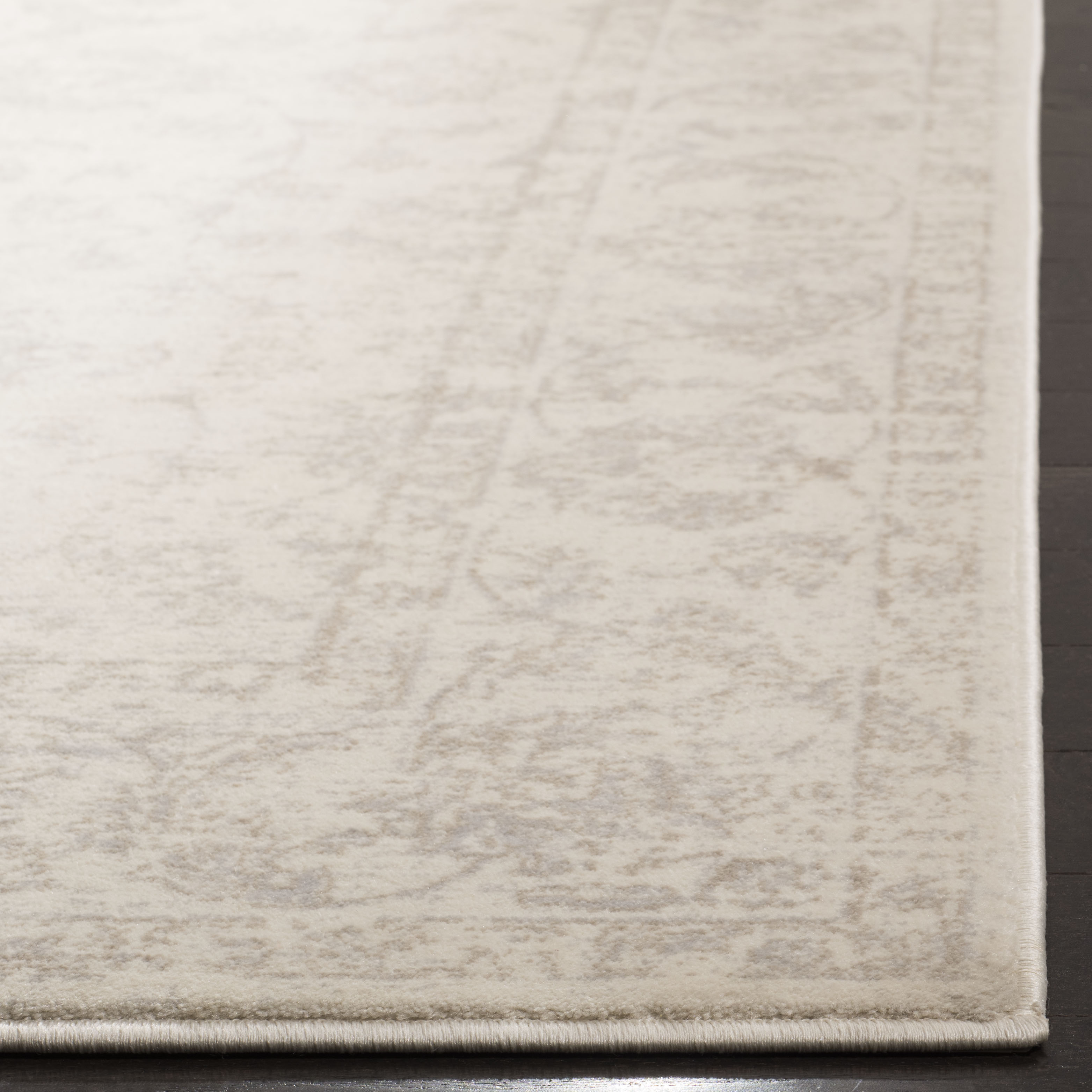Devlin 621 3' X 5' Ivory Polypropylene Rug