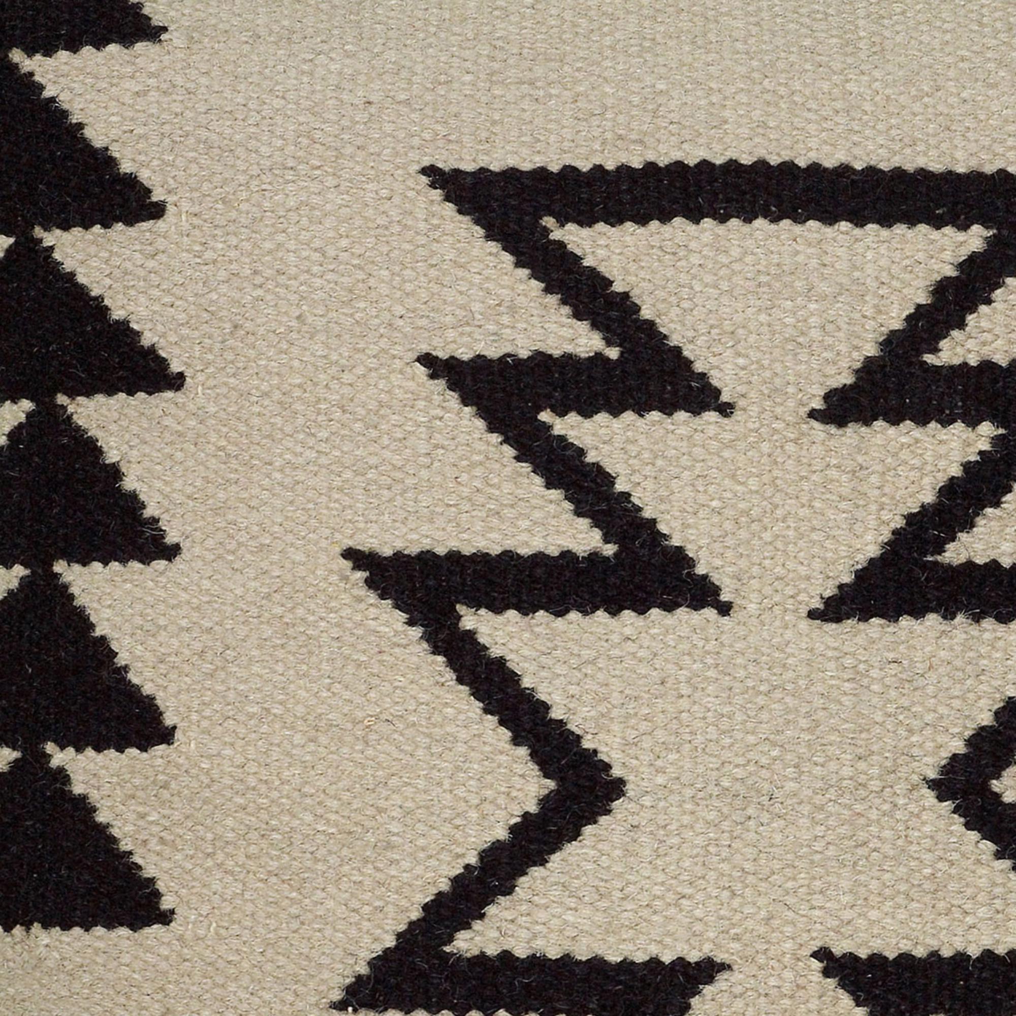 Arrow Motif With Arrow Stripes 18