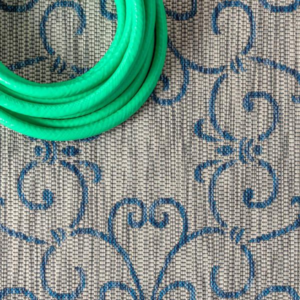 Vintage Filigree Textured Weave Outdoor Gray/Navy 4' x 6' Area Rug
