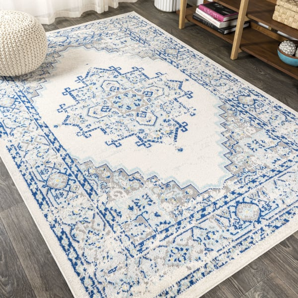 Blue and White Cottage Medallion Blue/Gray 3' x 5' Area Rug