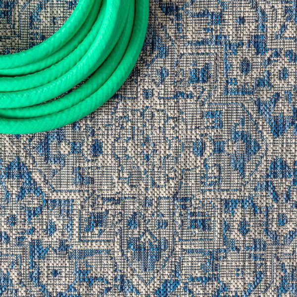 Boho Medallion Textured Weave Outdoor Gray/Navy Rug: 3' x 5' Area Rug