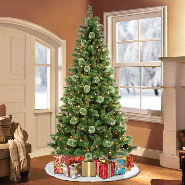 Dominique Pre-Lit 7.5' 600 Lights Green Western Pine Artificial Christmas Tree