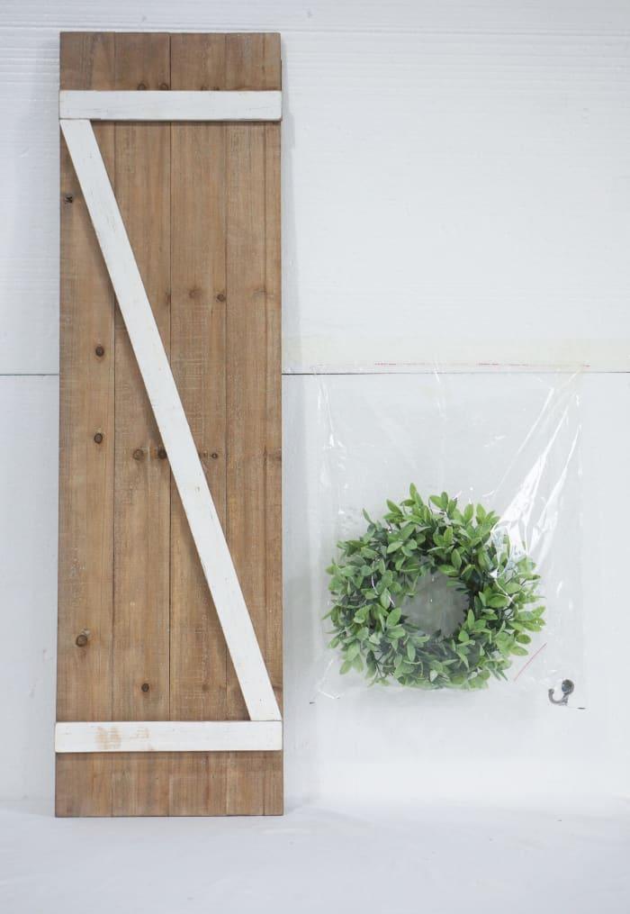Barn Door Wall Decor With Wreath