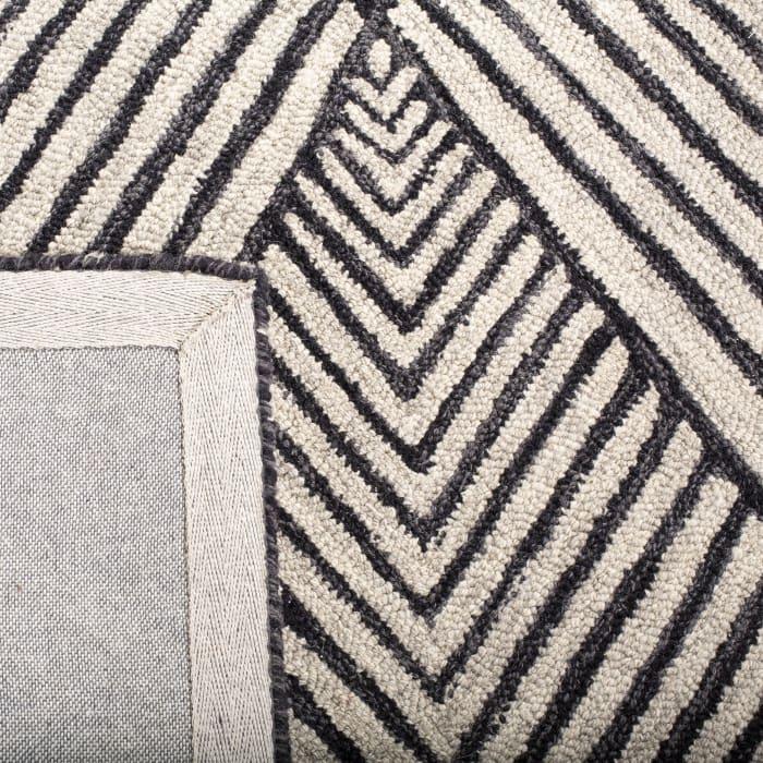 Essence Black Wool Rug 7' Round
