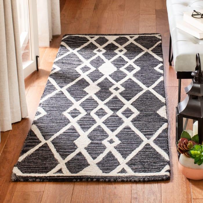 Essence Black Wool Rug 2'5