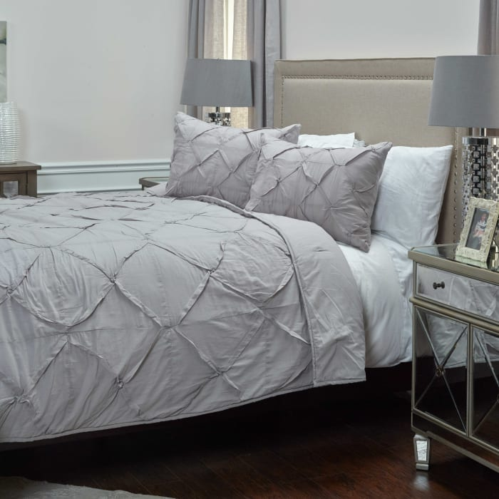 Carrington Silver Queen Quilt