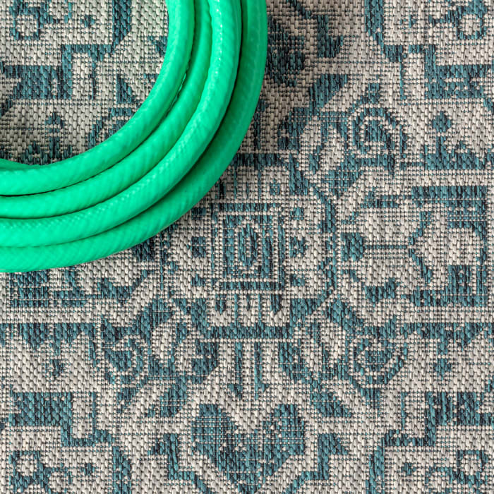 Medallion Textured Weave Outdoor  Teal Blue/Gray 4' x 6' Area Rug
