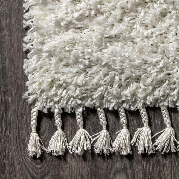 Shag Plush Tassel White 5.25' x 7.5' Area Rug