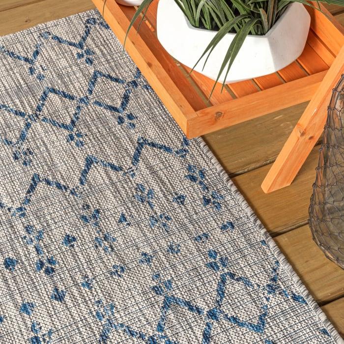 Moroccan Geometric Textured Weave Outdoor Light Gray/Navy  Rug: 3' x 5' Area Rug