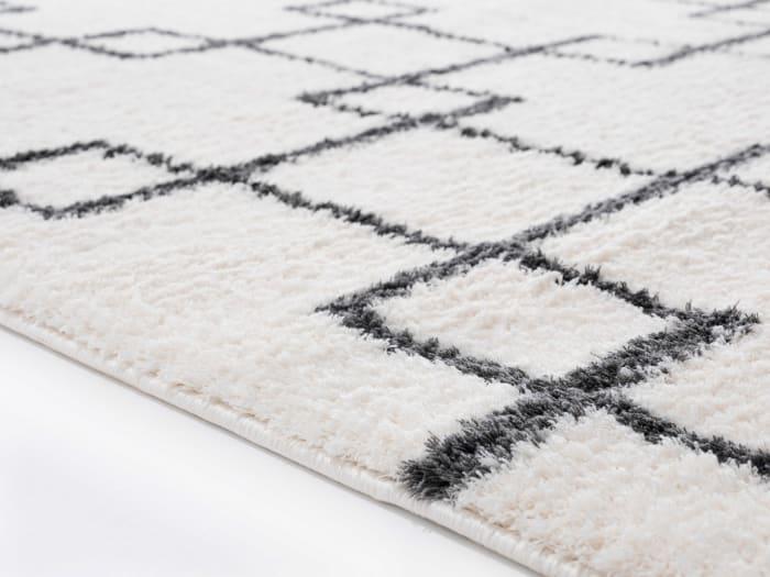 Geometric Design White and Black 2' x 3' Accent Rug
