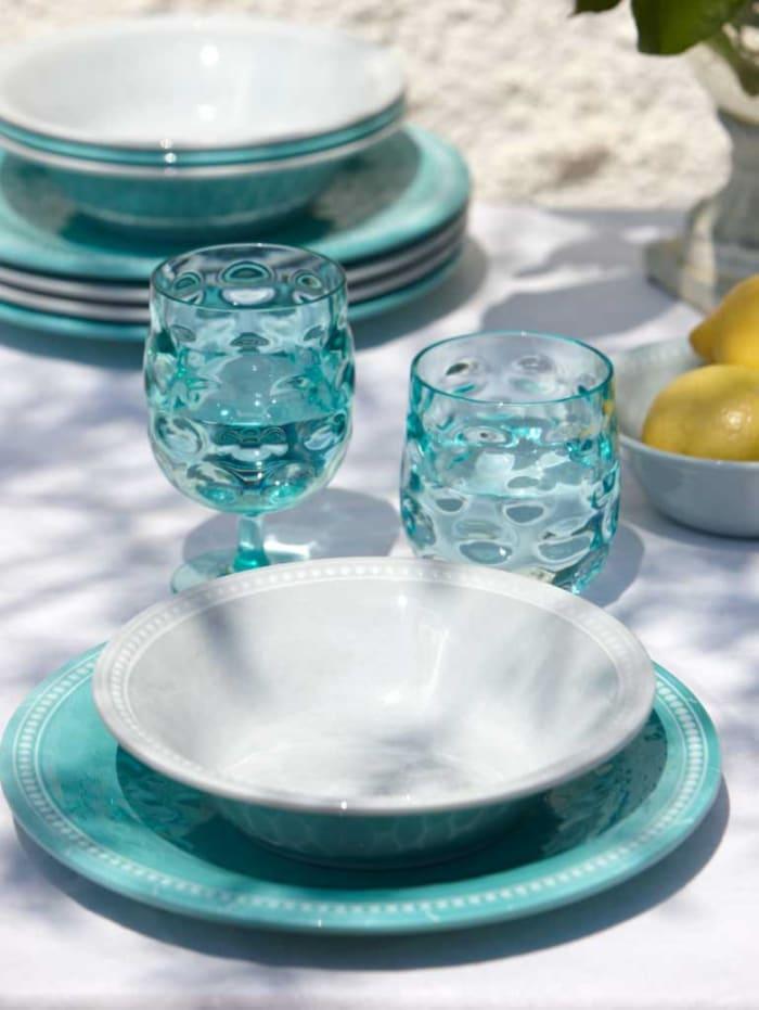 Aqua Harmony Melamine Set of 16 Outdoor Tableware with Basket