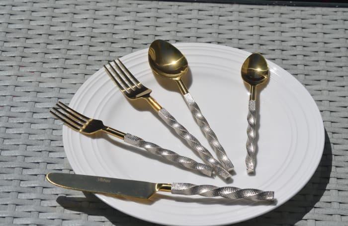 Elegant Gold Twist 20 Piece Service for 4 Flatware