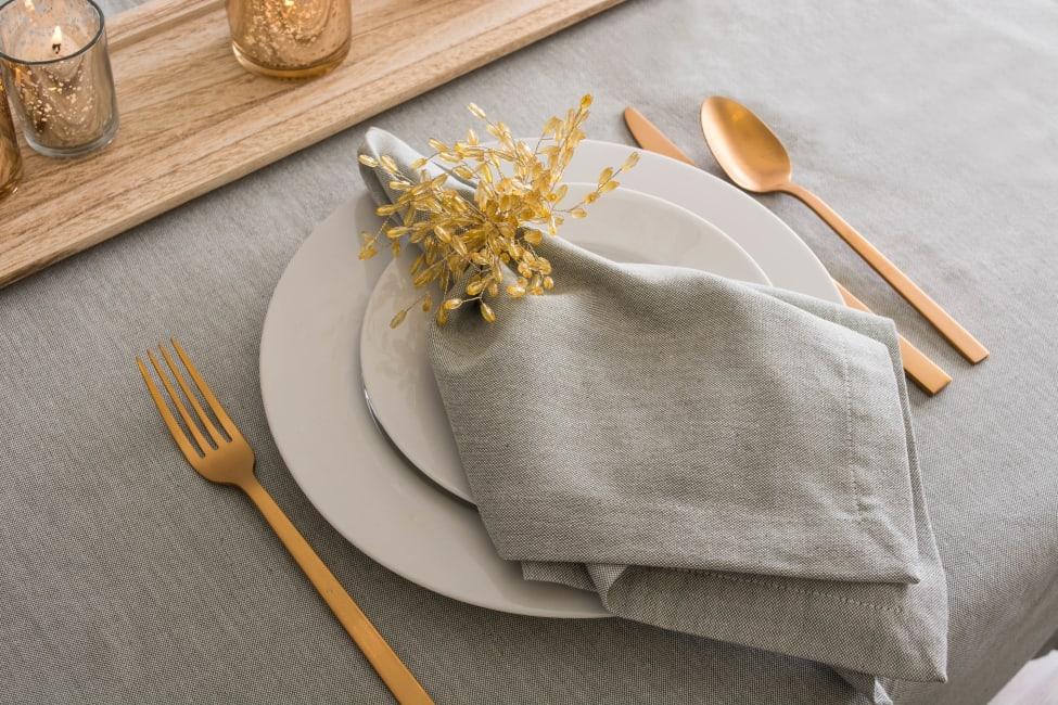 Artichoke Solid Chambray Tablecloth 60x104