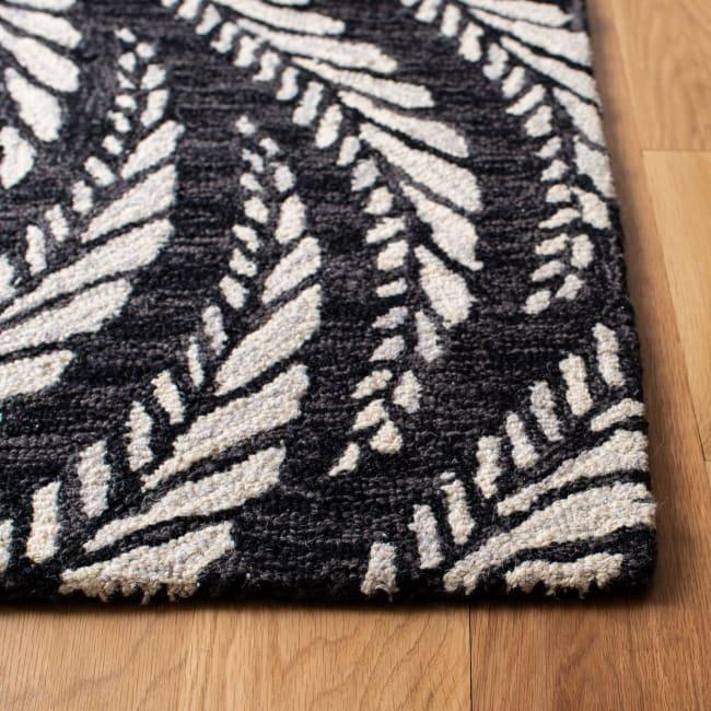 Safavieh Essence Black Wool Rug