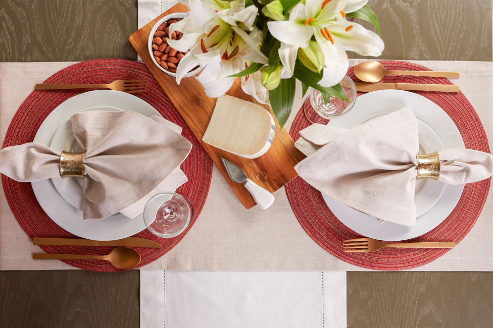 Variegated Red Round Polypropylene Woven Placemat (Set of 6)