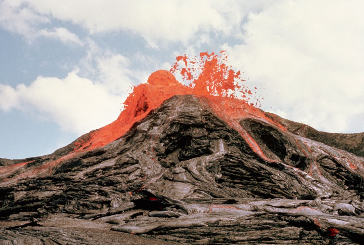 Famous volcanoes images | Earth - 155.9KB