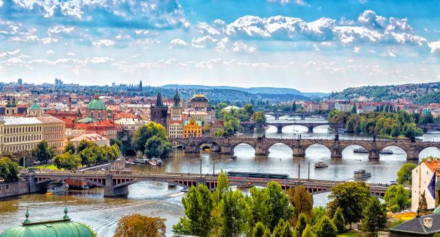 Prague travel guide visiting prague dk eyewitness travel for Prague top 10