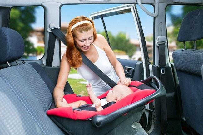 Aman Berkendara dengan Kursi Mobil Khusus Bayi-Alodokter