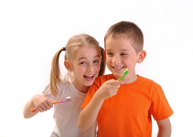 Mencegah Lubang pada Gigi si Kecil-Alodokter