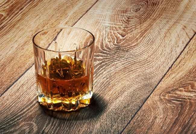 minuman alkohol bisa menyakiti hatimu - alodokter