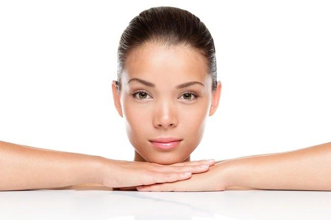 solusi wajah bebas kilap meski kulit berminyak - alodokter