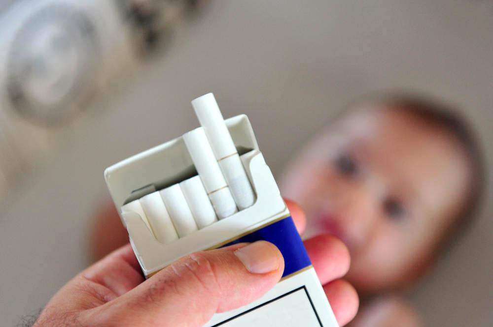 sebab wajib menjauhkan buah hati dari asap rokok - alodokter