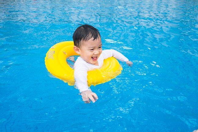 Image result for anak kecil di kolam renang