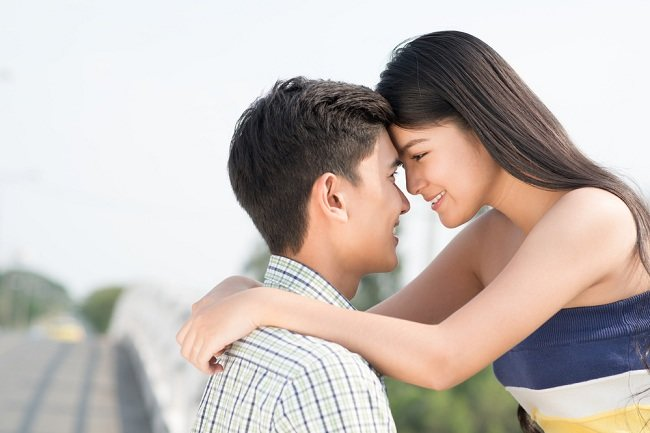 Benarkah Jatuh Cinta Dipengaruhi Feromon - alodokter