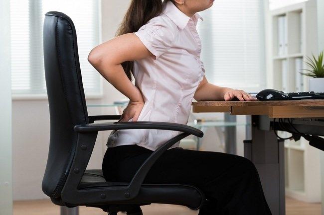 Mencegah Efek Duduk Terlalu Lama dengan Kursi Ergonomis - alodokter