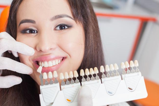 jangan takut gigi palsu permanen, implan gigi aman diterapkan - alodokter