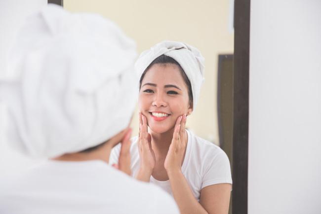 keunggulan serum wajah yang wajib diketahui kaum hawa - alodokter
