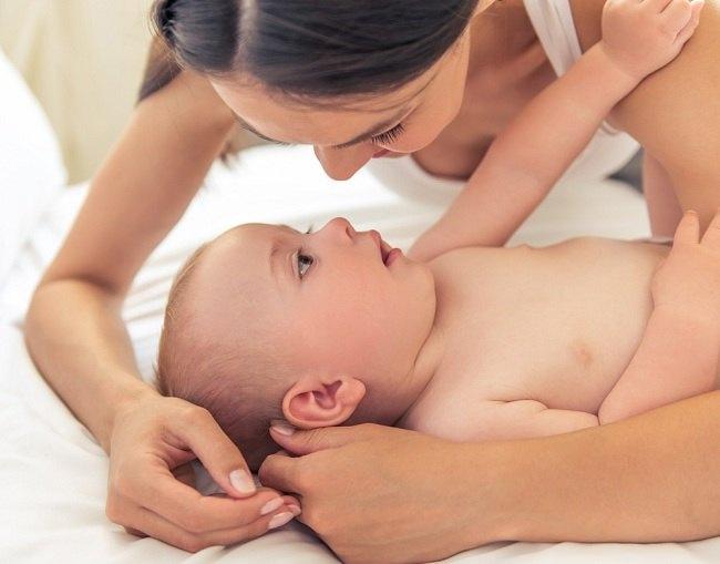 ini tahapan usia bayi bisa melihat - alodokter