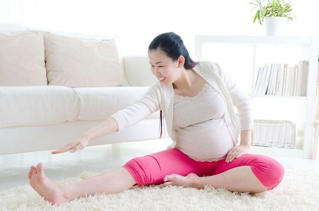 jangan malas bergerak yoga ibu hamil menyehatkan - alodokter
