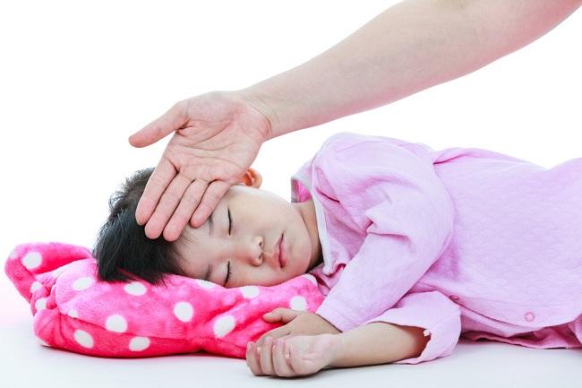 cara menurunkan demam anak - alodokter