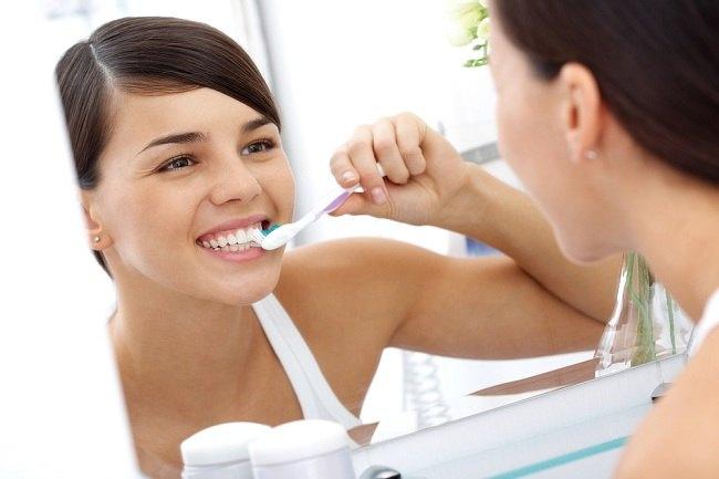 Kandungan Pasta Gigi untuk Gigi Sensitif yang Ampuh - alodokter
