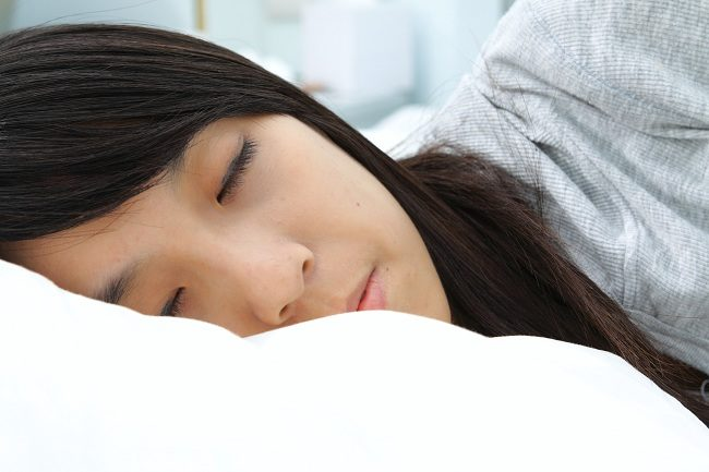 fakta medis dibalik fenomena ketindihan - alodokter