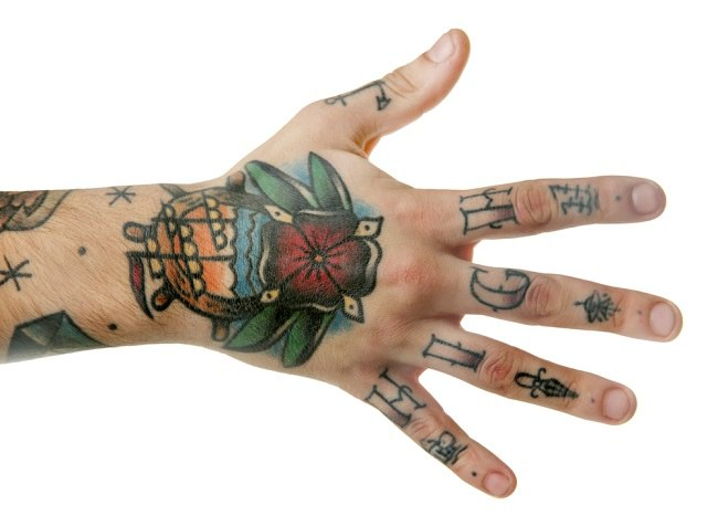 hand tattoo - alodokter