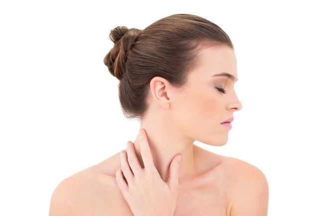 penyebab jerawat di leher dan pilihan cara mengatasinya - alodokter