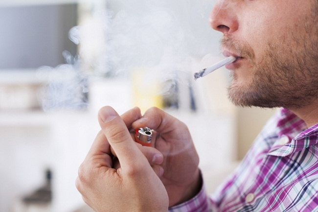 Pesan untuk Suami Jangan Merokok Dekat Istrimu yang sedang Hamil. Bahaya!