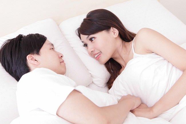Suami Wajib Baca! Ini Cara Aman Berhubungan Intim Usai Istrimu Melahirkan