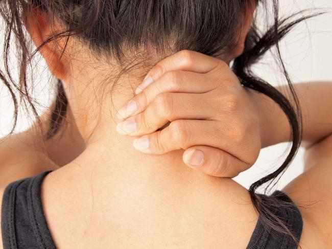 sakit leher belakang - alodokter