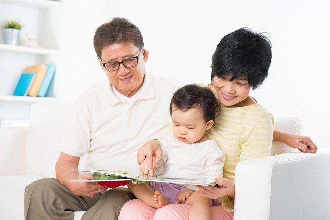 Jangan remehkan manfaat membaca untuk buah hati sedari dini - alodokter