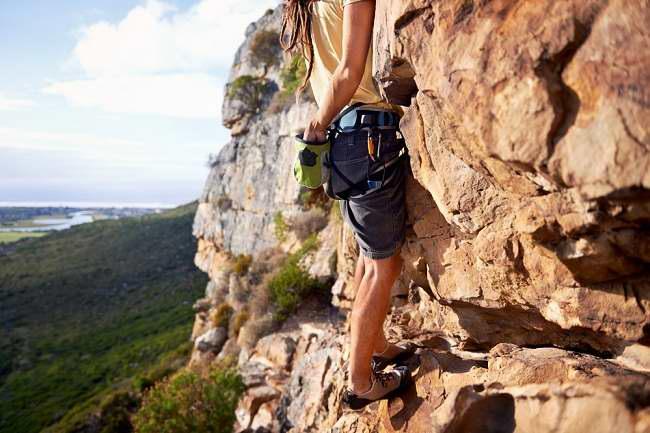 ingin tantangan dan tubuh sehat coba panjat tebing - alodokter