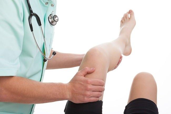 mengalami patah tulang kunjungi dokter ortopedi - alodokter