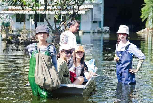tiga penyakit yang mengintai bersama banjir di musim hujan - alodokter