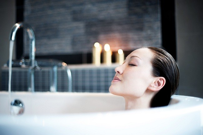 beragam manfaat mandi air hangat - alodokter