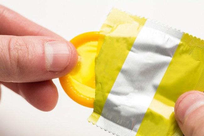 kondom pria tidak sesederhana kelihatannya - alodokter