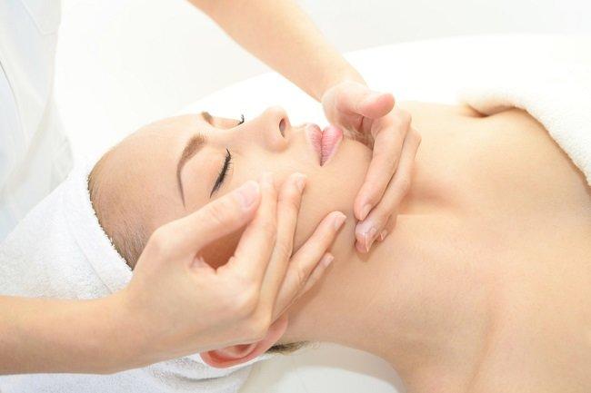 facial treatment_compress