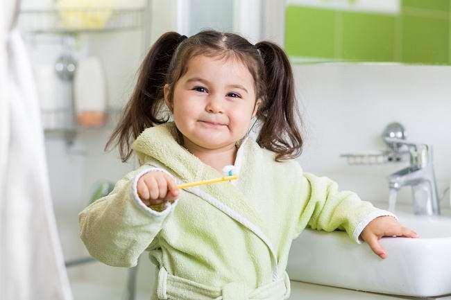 Bunda, Ini Waktu yang Tepat Si Kecil Mulai Menyikat Gigi