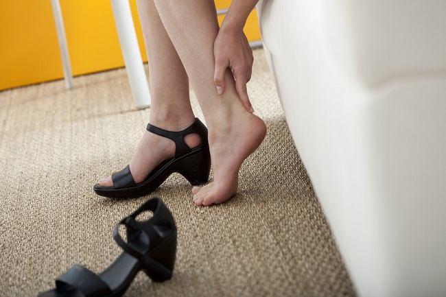 pegal kaki dapat diatasi dengan cara sederhana - alodokter
